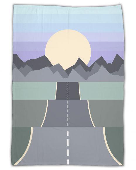 On the road mountains - Kuscheldecke mit Namen