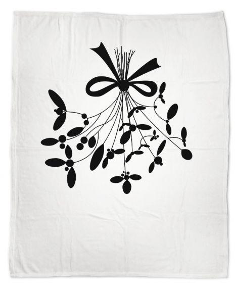 Under the mistletoe schwarz-weiß- Kuscheldecke mit Namen